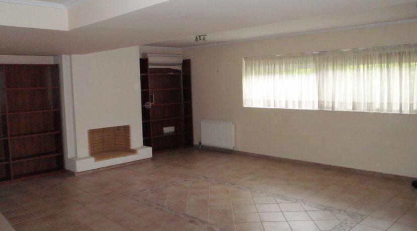 Οροφοδιαμέρισμα με θέα στο Καστρί, ενοικιάζεται.
