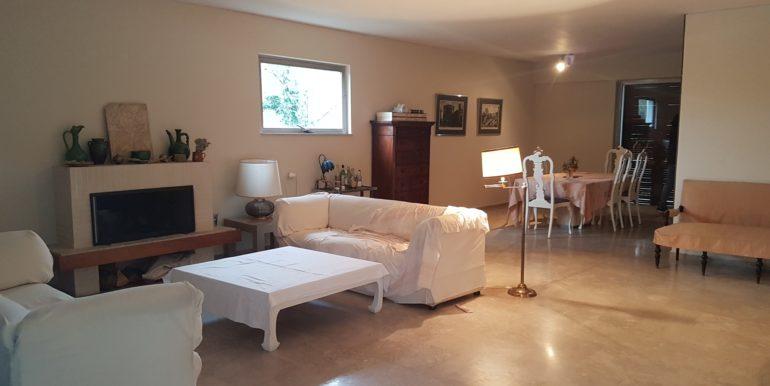 Διαμέρισμα στη Φιλοθέη ενοικιάζεται. Μεσιτικό Μωυσιάδης