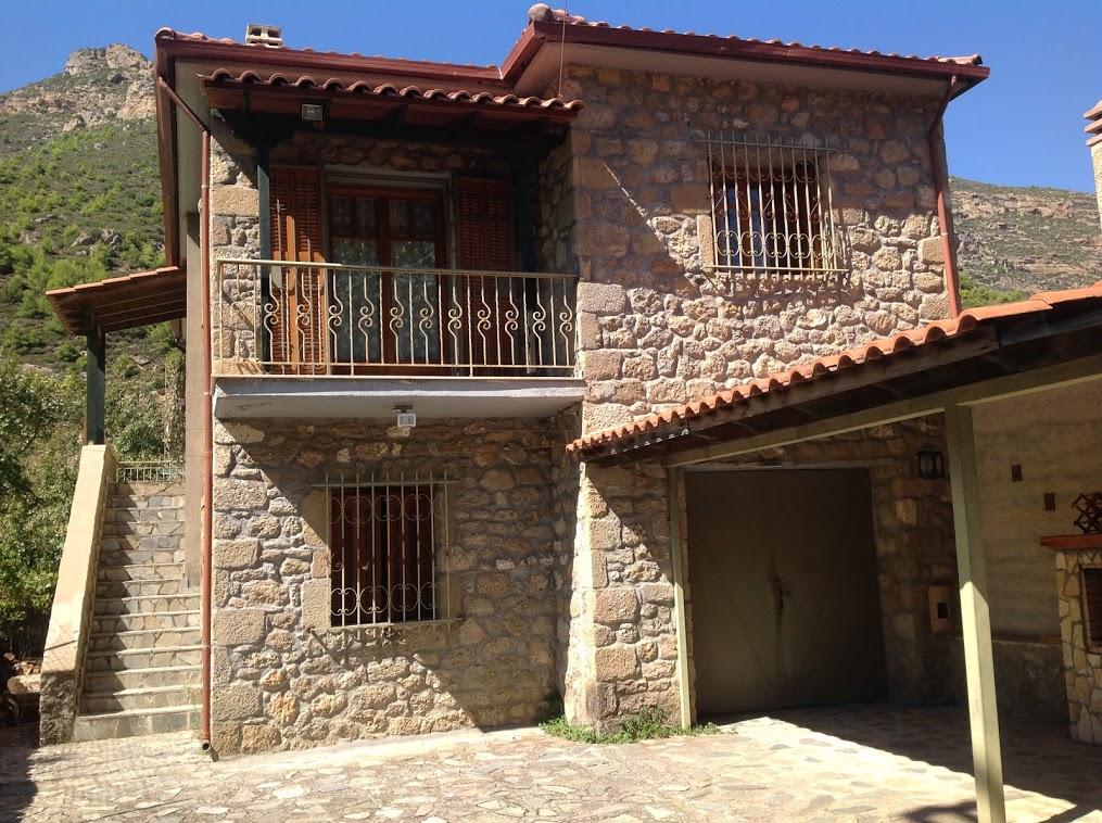 Πέτρινη Μονοκατοικία στο Δερβένι Κορινθίας