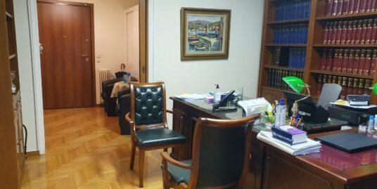 Διαμέρισμα στο Κολωνάκι, κατάλληλο για επαγγελματική στέγη